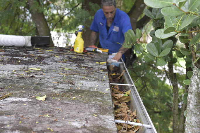 Gutter-cleaning-job-in-Hollywood-Florida